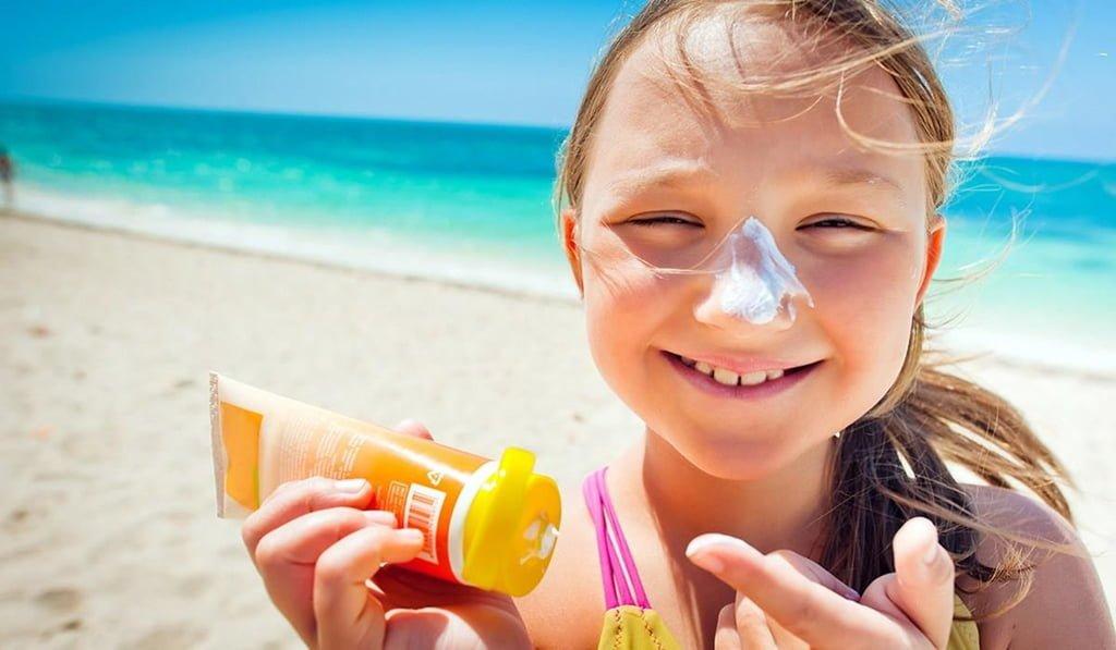 5 vật dụng chống nắng nóng tối ưu, tránh kiệt sức khi đi du lịch 1