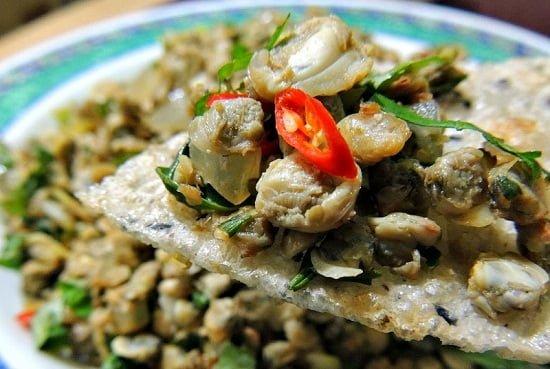 Hến xúc bánh đa, vây cá hồi chiên giòn đổi vị ở Sài Gòn 1
