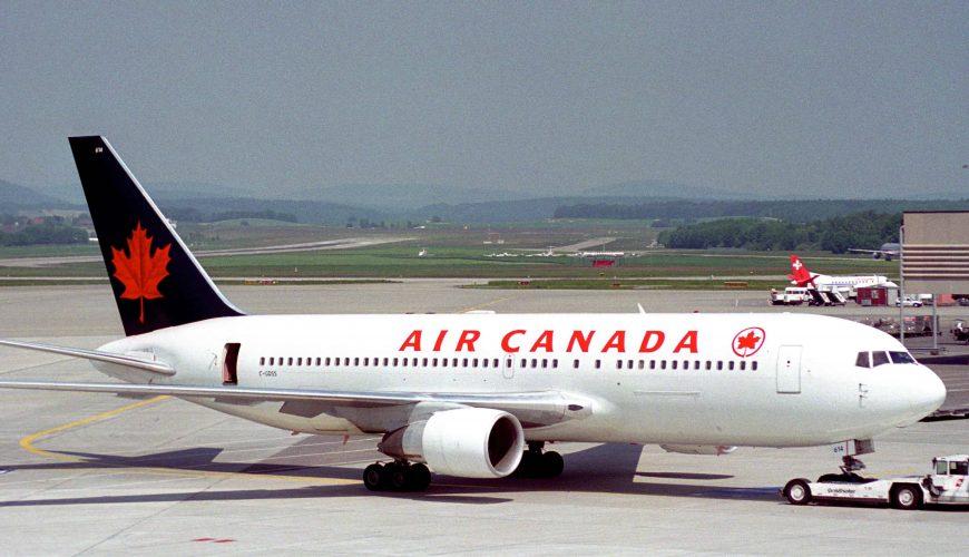 Lỡ chuyến bay, hai hành khách xa lạ bị xếp ngủ chung phòng 14