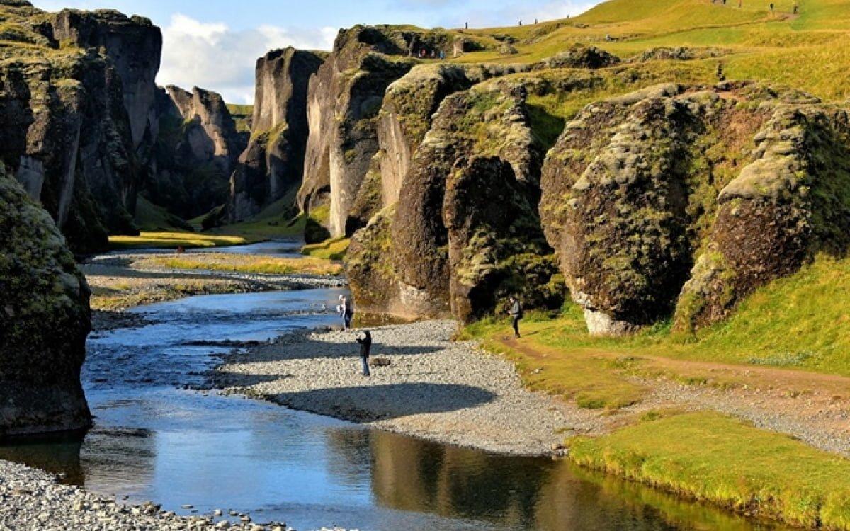 Kết quả hình ảnh cho Hẻm núi Fjaðrárgljúfur, Iceland