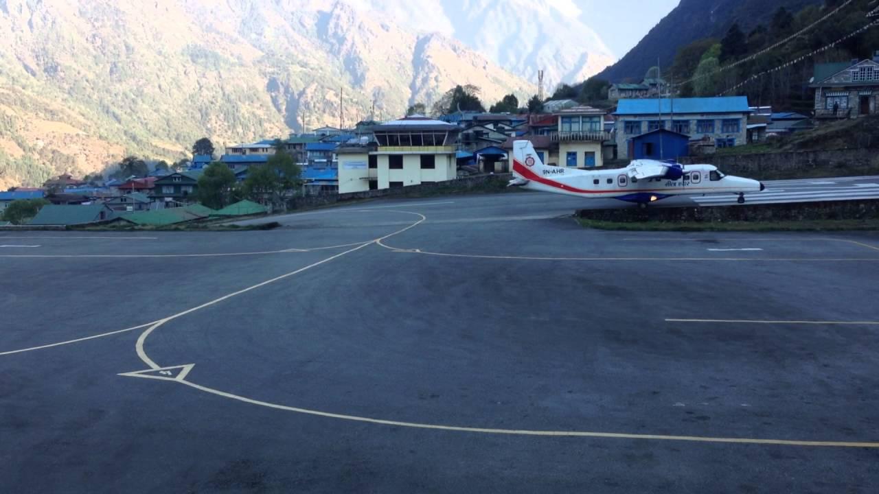 Sân bay nguy hiểm nhất thế giới trên dãy Himalaya 1
