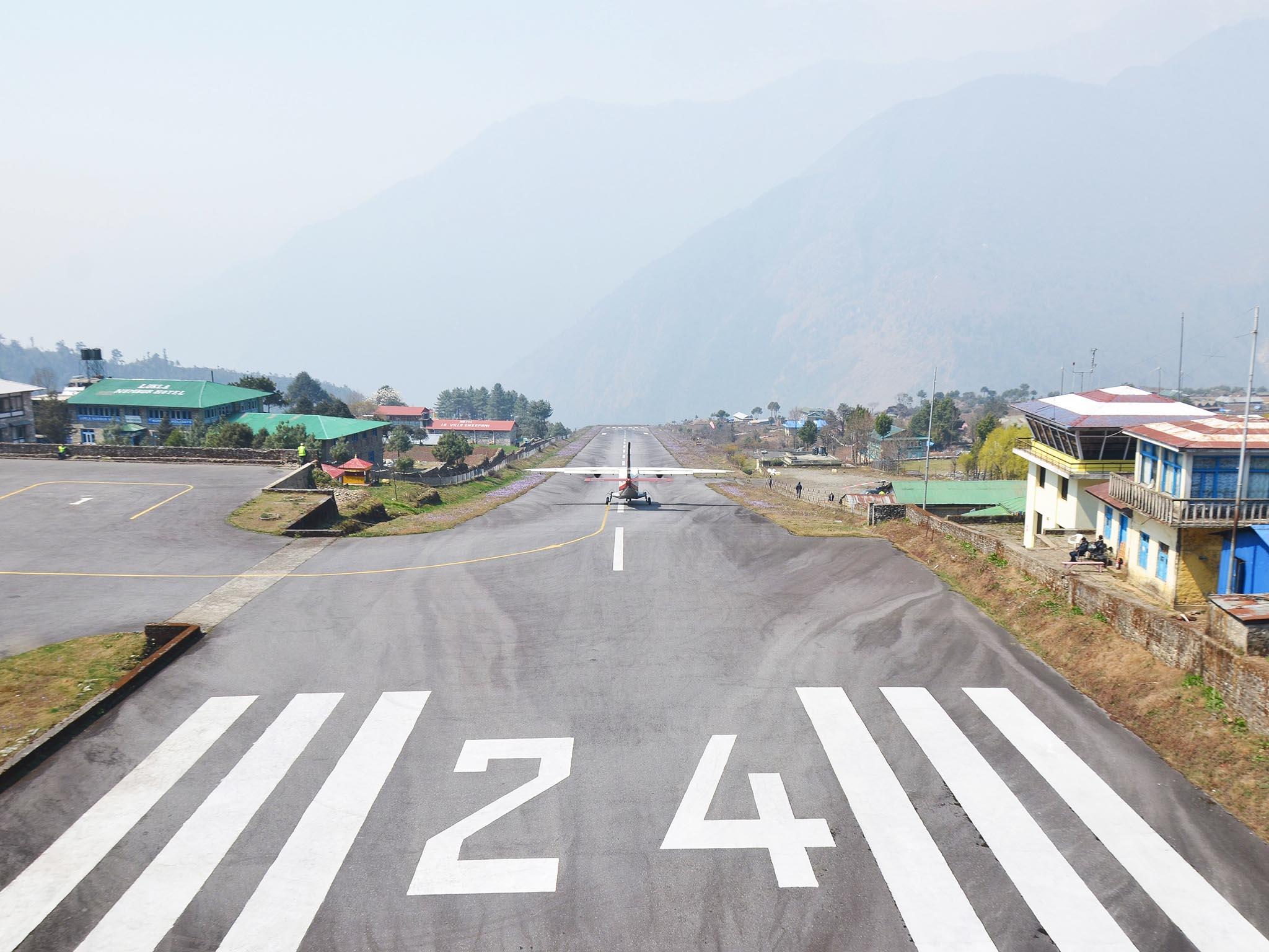 Kết quả hình ảnh cho sân bay Lukla